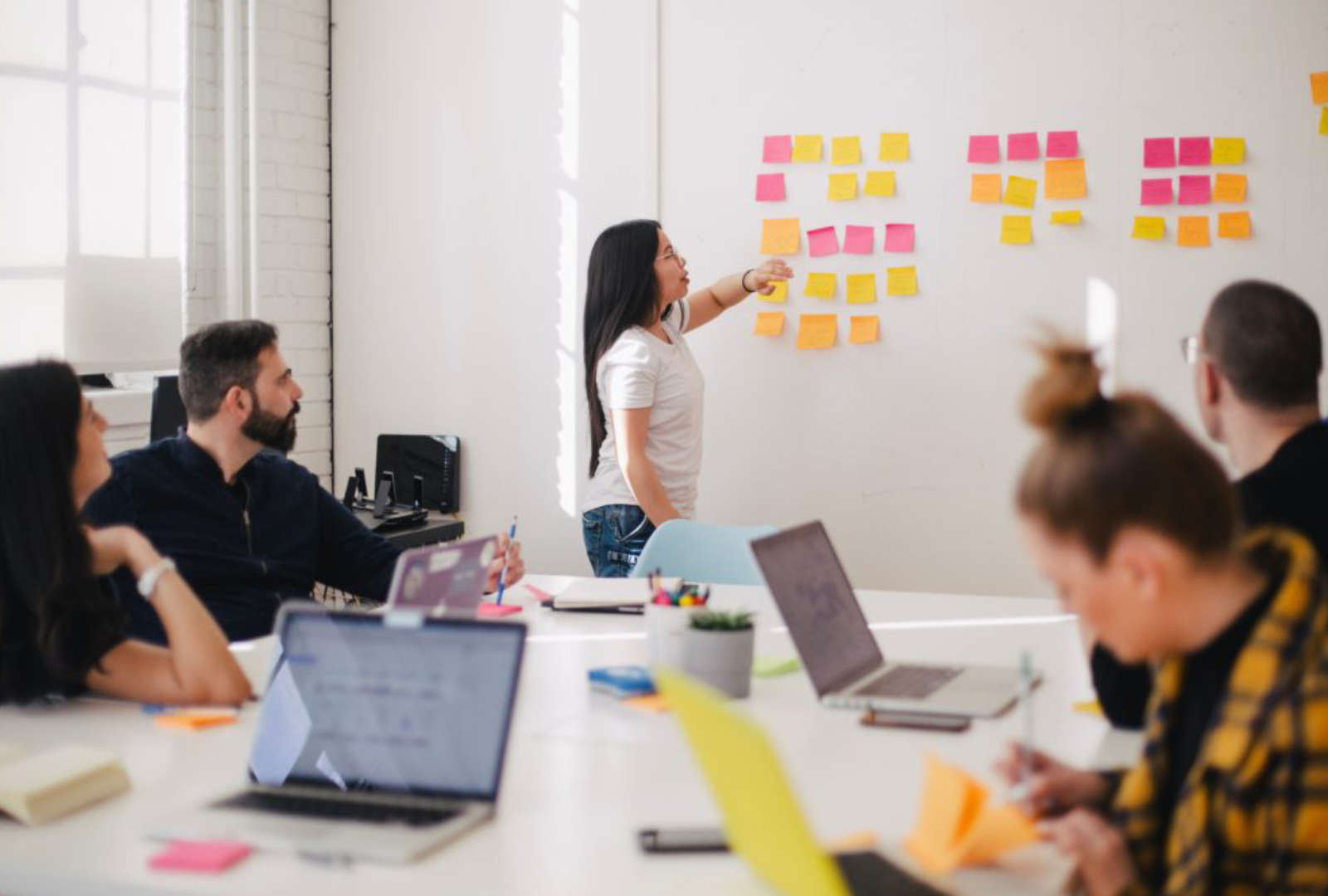 De Brusselse regering verleent 2 miljoen euro steun aan ondernemers in tewerkstellingscoöperaties die getroffen zijn door de COVID-19-crisis